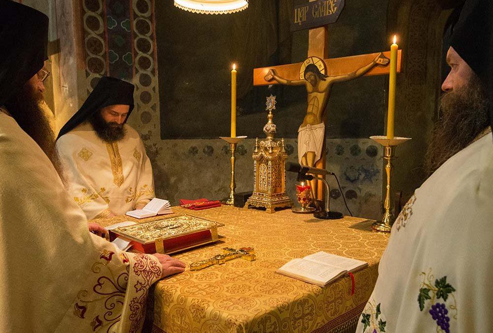 Мир Божији! Христос се роди!