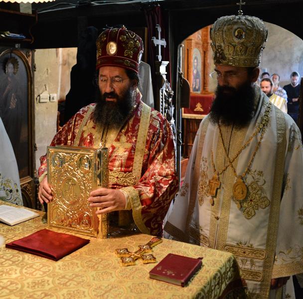 Владика Јустин у манастиру Буково